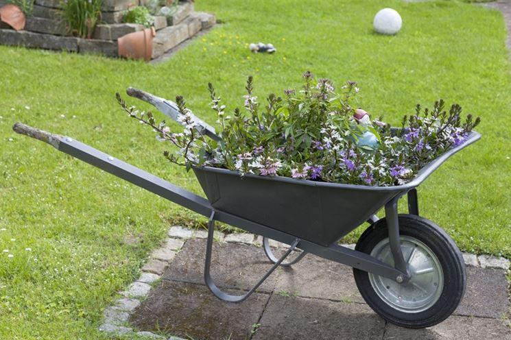 Carriola lavori giardinaggio