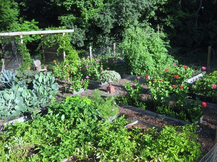 La roncola vi aiuterà a tenere in ordine l'orto e il giardino