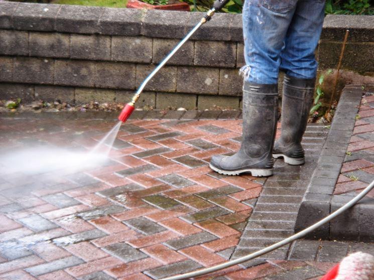 Pulire l'esterno della casa con l'idropulitrice