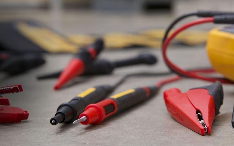 Cavi ed elettrodi da collegare al voltometro