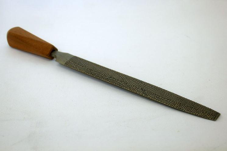 Raspa con impugnatura in legno