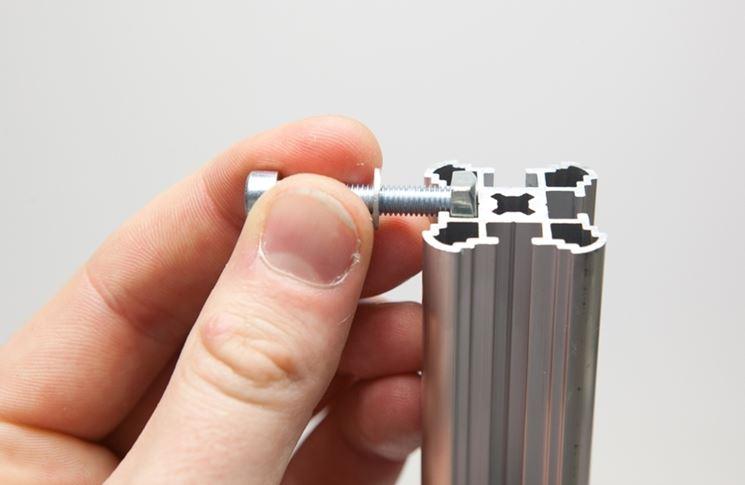 Una vite in alluminio classica