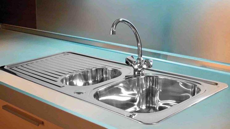 Lavello con gocciolatoio e due vasche di misure diverse