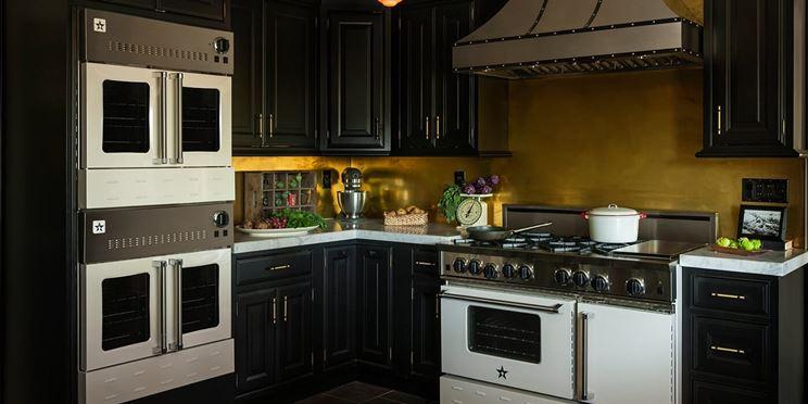 Esempio di cucina attrezzata
