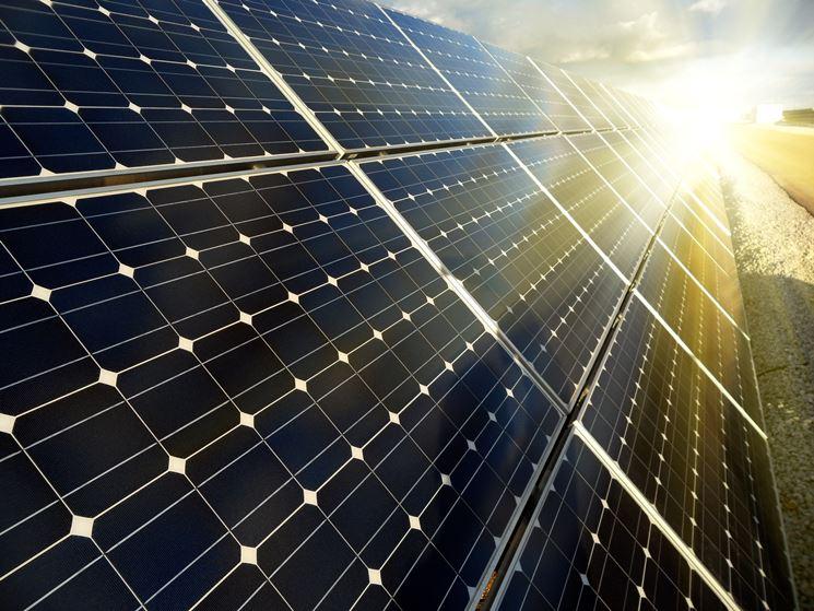 Pannelli solari fotovoltaici sul tetto