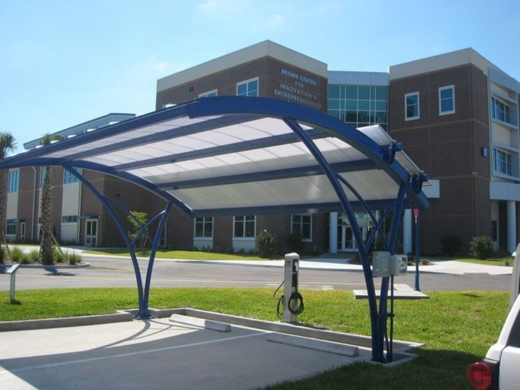 Pensilina fotovoltaica con ricarica auto