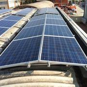 Pannelli fotovoltaici che alimentano climatizzatori
