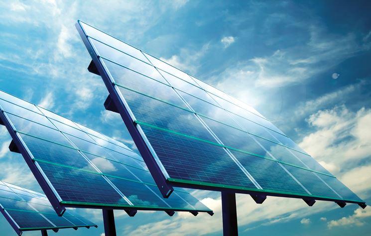 Grandi pannelli per sfruttare l'effetto fotovoltaico