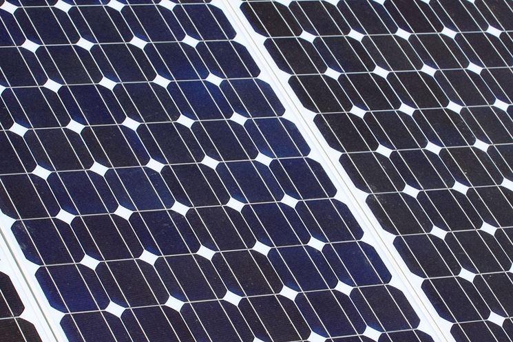 Dettaglio pannelli fotovoltaici in silicio monocristallino