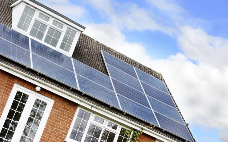 Pannelli fotovoltaici sul tetto di una casa
