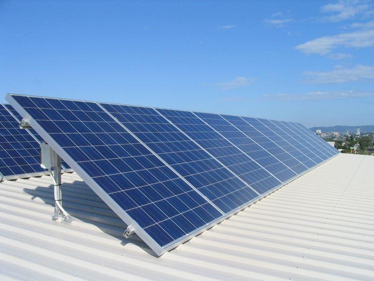 Pannelli solari su un capannone