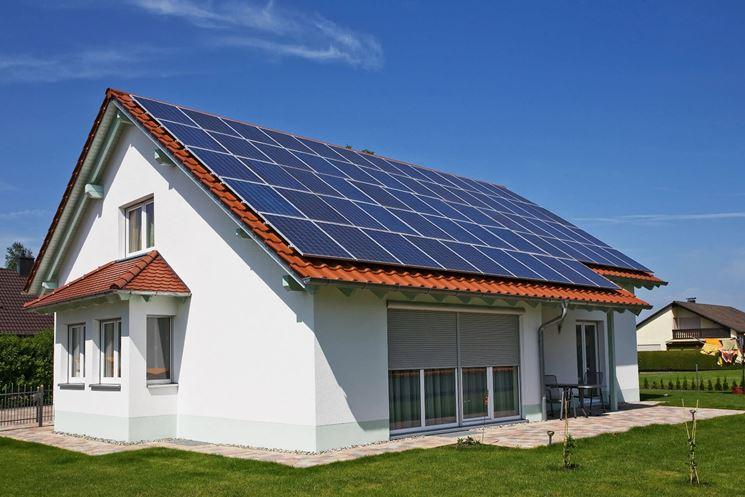 Pannelli fotovoltaici installati su casa esposta a Sud