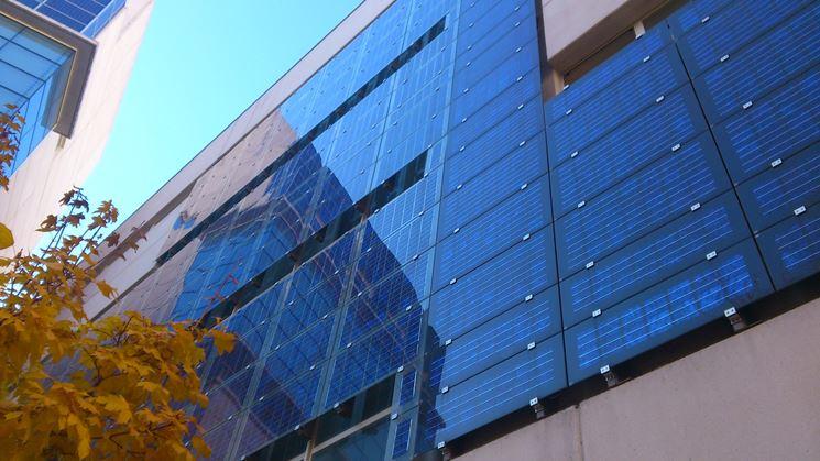 Facciata con impianto fotovoltaico integrato