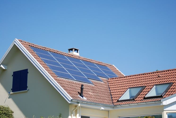 Casa con impianto fotovoltaico