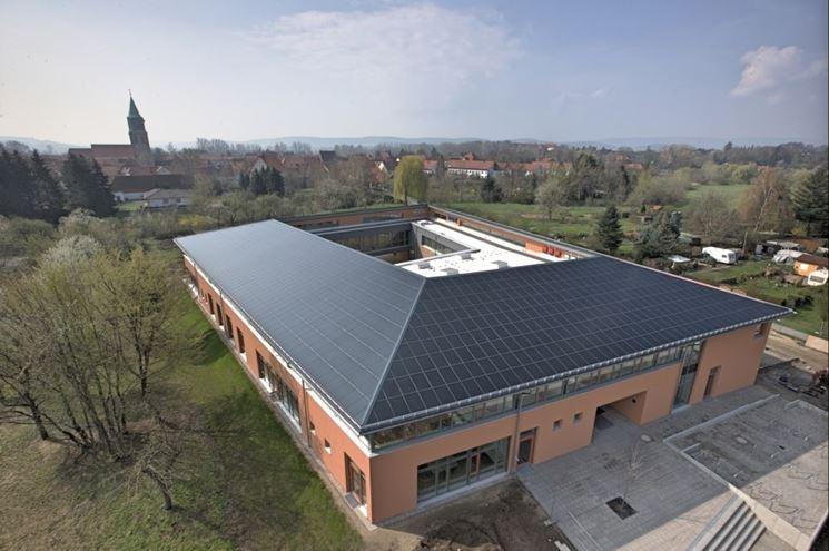 tetto con pannelli fotovoltaici integrati