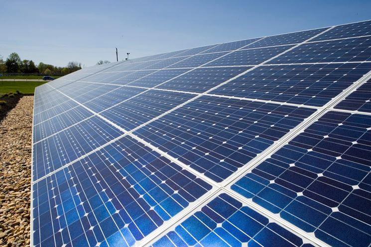 Pannelli fotovoltaici su terra