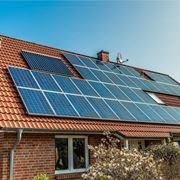Casa con pannelli fotovoltaici