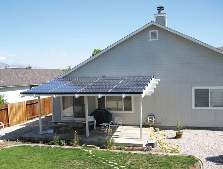 Tettoia a pannelli fotovoltaici
