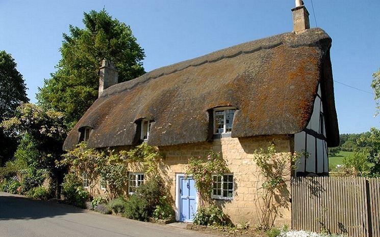 Casa con tetto di paglia