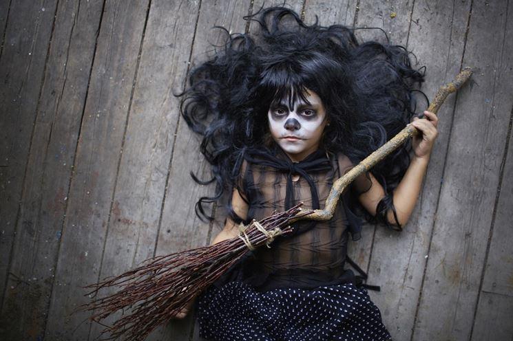 Costume da strega con makeup