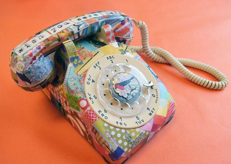Telefono decorato con decoupage