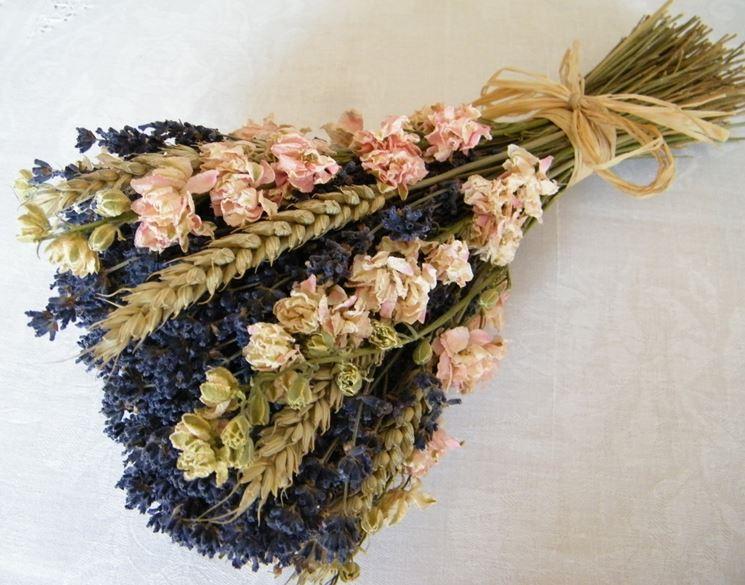 Mazzetto di fiori secchi