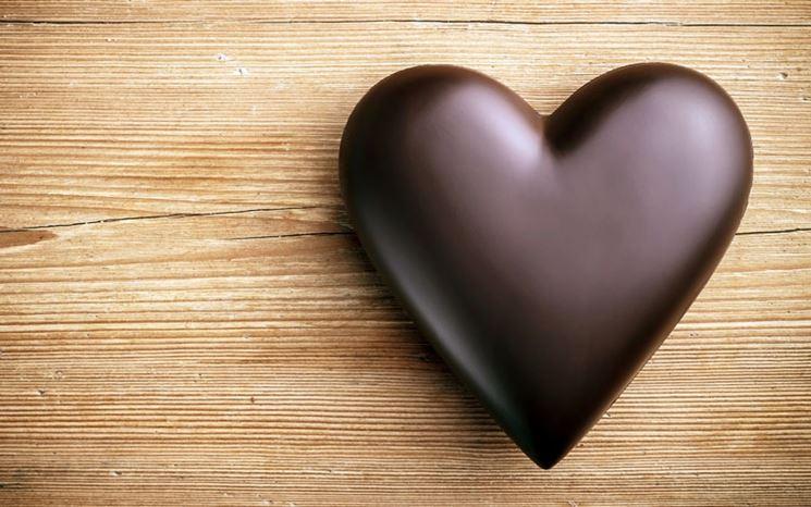 Un delizioso cuore di cioccolato