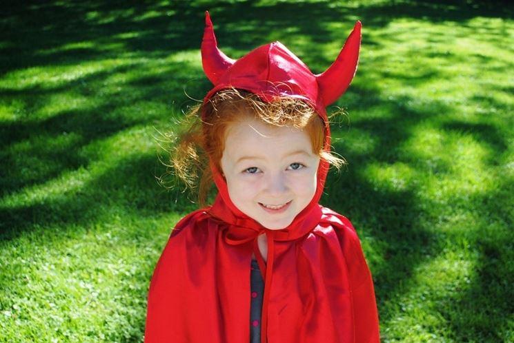 Bambina travestita diavoletta