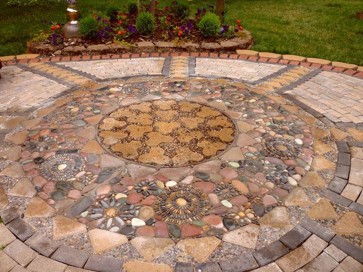 Il mosaico in giardino
