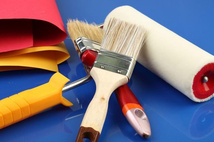 attrezzatura per tinteggiare casa
