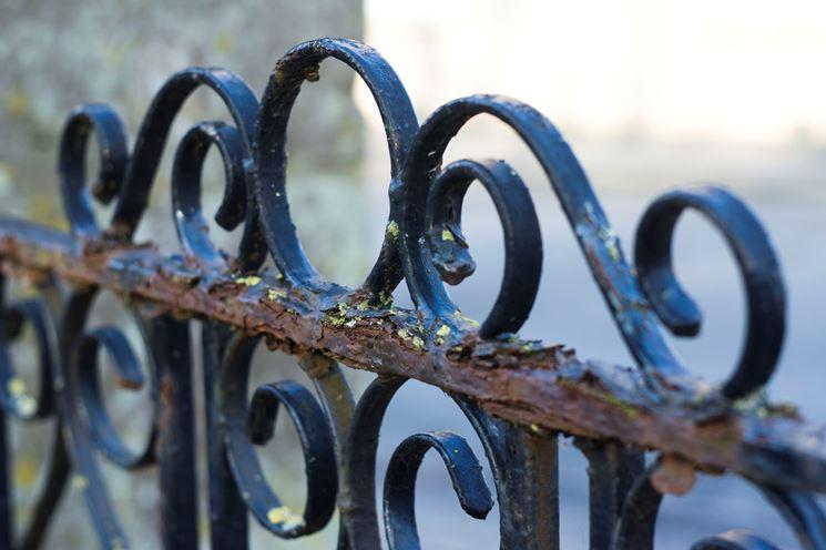 Cancello di ferro arruginito