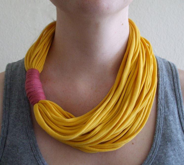 collana fai da te realizzata in stoffa
