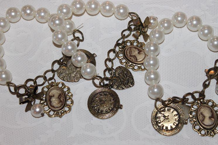 bracciali con perle e charm vintage