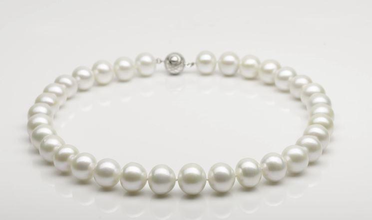 Classica collana di perle bianche coltivate