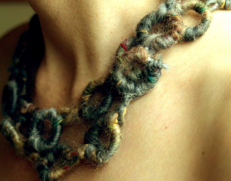 Collana con lana riciclata