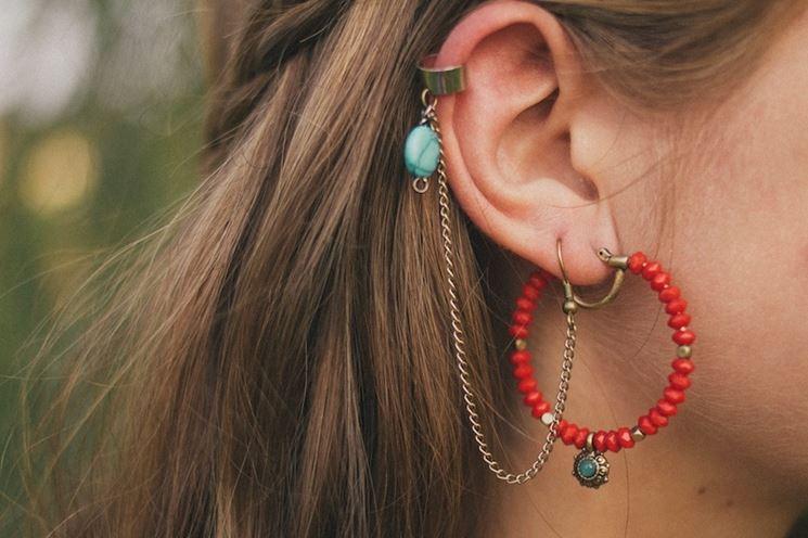 Esempio di orecchini con perline rosse fatti a mano