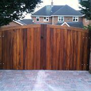 Un elegante cancello in legno