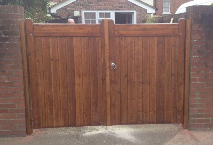 Un piccolo cancello in legno