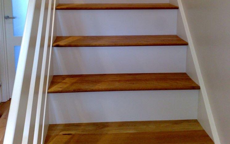 Gradini in legno lavorare il legno scale legno for Scale in legno fai da te