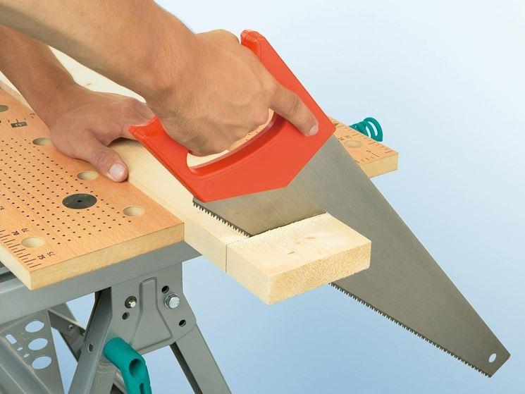 Sega per tagliare il legno