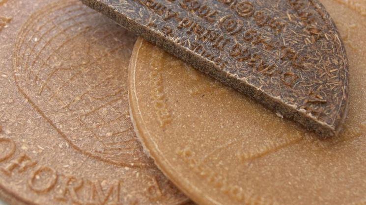 Monete finte fatte in legno liquido