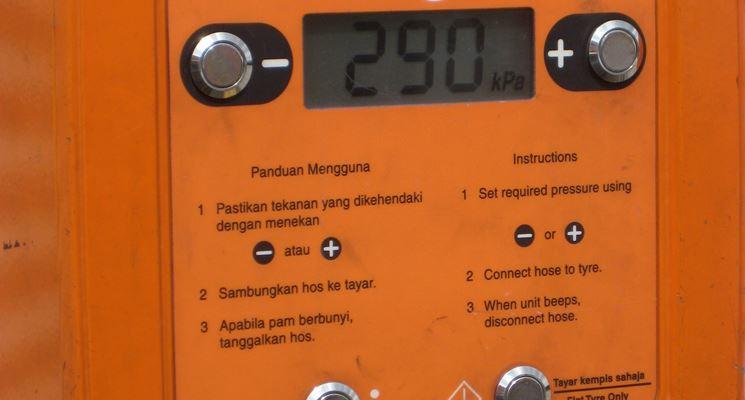 Una colonna per il controllo della pressione pneumatici
