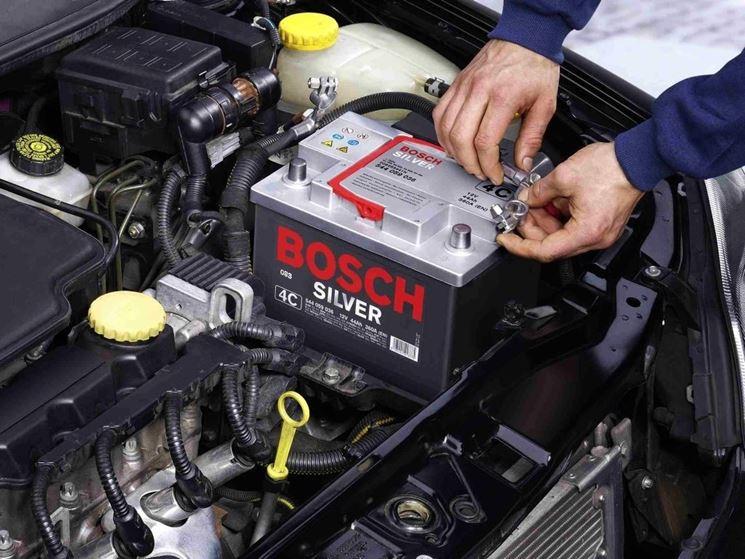 Montare batteria automobile