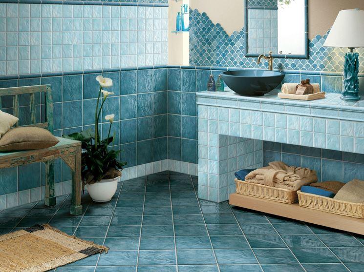 Bagno ceramiche azzurre Cerasarda