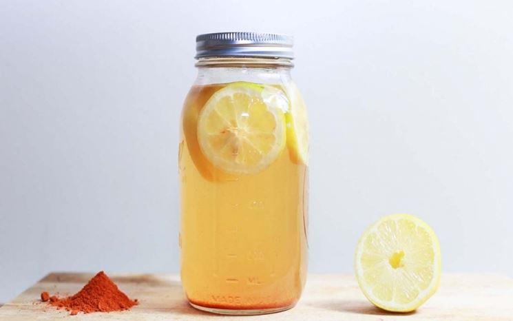 Aceto e limone per pulire casa