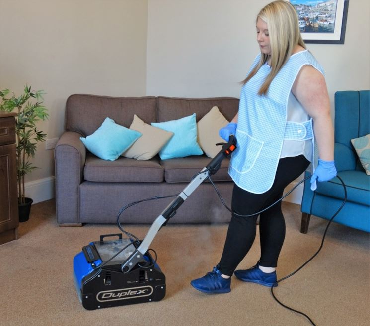Lavare pavimento casa