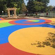 Asfalto colorato a scuola
