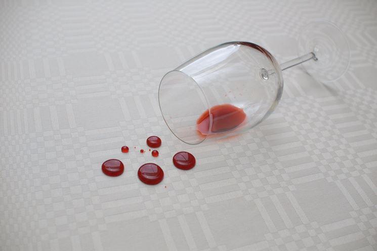Macchia vino vestito