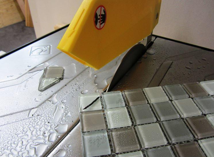 Taglio piastrelle mosaico