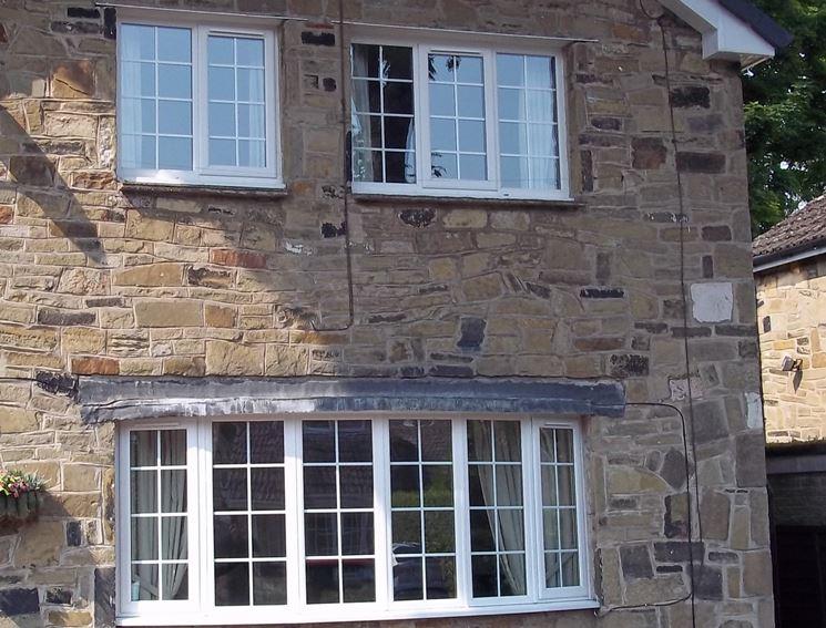 Casa isolata pietra